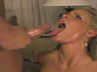 Phoenix Marie is fellating lollipops together with acquiring new jizz take the brush face, down the end