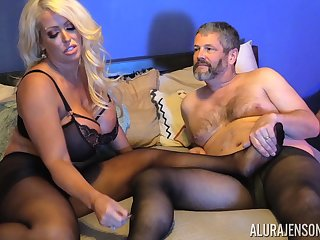 Chesty blonde MILF Alura Jenson gets cum exceeding pantyhose after a be hung up on
