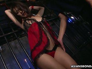 Two dudes fuck Japanese internee Yayoi Yanagida apropos frowardness speculum