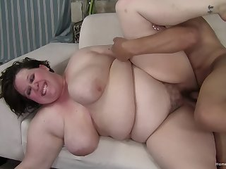 Fat woman gets fucked in her hairy cunt fitfully jizzed