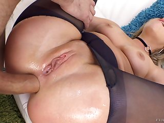 Big Butt In Ripped Pantyhose