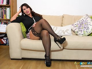 Curvy mature housewife needs lots be expeditious for cock and she has an exquisite ass