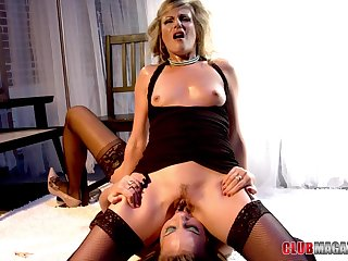 Lesbians lick and finger fuck in mega naughty oral foreplay