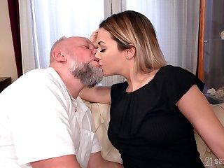 Beauty Bianca Spoils gets messy facial after crazy sex close to elder statesman