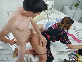 Mommy gets the young cock to to be sure ruin her pussy