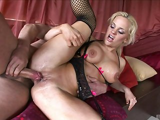 MILF more insane curves, shooting anal threesome