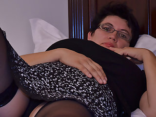 Horny Houswife Gettin' On all sides Naughty - MatureNL