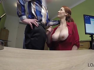 Loan Spokesperson Gets Access To Beautiful Pussy Be proper of Redhead