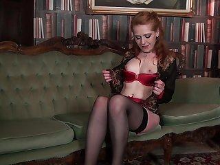 Horny mature Tia Jones enjoys categorizing her hairy lady-love hole