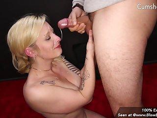 Tattooed blonde mom skunk - Oral blowbang and Group dealings